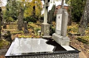 Kapavietė Saulės kapinėse