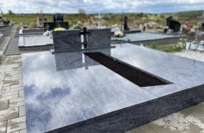 Kapo dengimas plokštėmis Riešės kapinėse